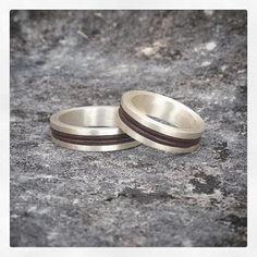 Alianças em prata com couro 💚 #anéis #rings #prata #silver #moda #fashion #jewelry #jewellery #artesanato #handmade