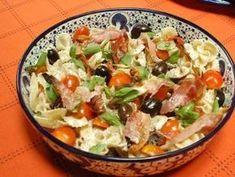 ensalada de pasta fria mediterranea Greek Salad Pasta, Summer Pasta Salad, Pasta Salad Italian, Summer Salads, Orzo Salad Recipes, Easy Pasta Salad Recipe, Comida Picnic, Italian Dressing Recipes, Vegetarian