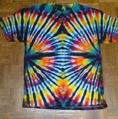 Fantastic Images Rainbow fan pattern tie dye t shirt. Suggestions For this simple container top gown, I chose to utilize a black color, a nickel shade, and a bordeau How To Tie Dye, How To Dye Fabric, Tie Dye Shirts, Dye T Shirt, Rainbow Fan, Tie Dye Party, Tie Dye Crafts, Tie Dye Designs, Cool Ties