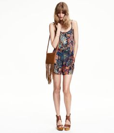 H&M Sleeveless playsuit. Just amazing! and with a leather jacket u are ready to go ;) I don't like the bag though.. maybe with a small black backpack instead