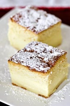 Magic Custard Cake is an easy dessert that could be perfect for a potluc. - desserts -Vanilla Magic Custard Cake is an easy dessert that could be perfect for a potluc. Vanilla Desserts, Custard Desserts, Custard Recipes, Baking Recipes, Easy Potluck Desserts, Köstliche Desserts, Delicious Desserts, Dessert Recipes, Magic Cake Recipes