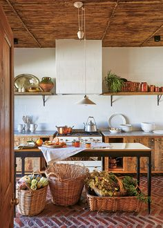 Built in a renovated Cape Dutch house in Montagu is now a guest-house annexe and garden-produce shop, run by Jacques Erasmus of Hemelhuijs fame and Hein Liebenberg. Granite Flooring, Brick Flooring, Brick Floor Kitchen, Rustic Italian, Italian Farmhouse, Dutch House, Modern Rustic Decor, Tuscan House, Oak Cabinets