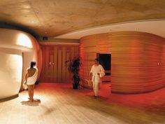 Römerbad Thermal Spa in Carinthia, Austria: thermal baths in Bad Kleinkircheim Carinthia, Wellness Spa, Hotels, Hot Springs, Wonderful Places, Austria, Bathtub, Thermal Baths, Life