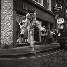 vintage everyday: Marvellous Black and White Photos of Carnaby Street in the 1960s