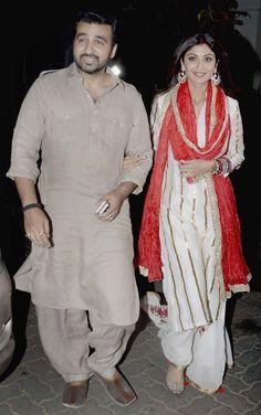 Shilpa Shetty and Raj Kundra at celebrations at Anil Kapoor's residence. Dress Indian Style, Indian Dresses, Indian Attire, Indian Wear, Pakistani Outfits, Indian Outfits, Trendy Outfits, Stylish Dresses, Fashion Dresses