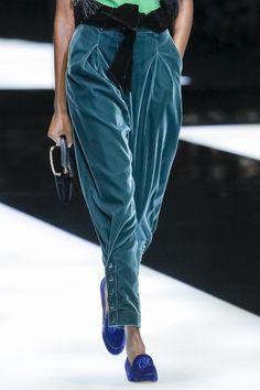 See detail photos for Giorgio Armani Fall 2017 Ready-to-Wear collection. See detail photos for Giorgio Armani Fall 2017 Ready-to-Wear collection. Fashion 2020, Look Fashion, Runway Fashion, Fashion Show, Autumn Fashion, Fashion Outfits, Womens Fashion, Fashion Design, Fashion Trends