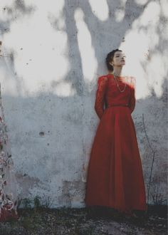 fei fei sun by deborah tuberville for valentino ss... Photography Poses Women, Fashion Photography, Fei Fei Sun, Lovely Dresses, Beautiful Gowns, Valentino Women, Beauty Art, Red Fashion, Melancholy