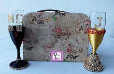 Copas personalizadas y presentadas en caja maleta de estilo vintage.