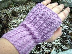 Free+Knitting+Pattern+-+Fingerless+Gloves+&+Mitts:+Baby+Cable+Fingerless+Mitts