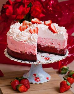 Decadent red velvet cheesecake with strawberries! Made with a red velvet cheesecake base, strawberry mousse and strawberry whipped cream! Strawberry Whipped Cream, Strawberry Mousse, Strawberry Cheesecake, Cheesecake Recipes, Dessert Recipes, Oreo Cheesecake, Pumpkin Cheesecake, Thermomix Cheesecake, Tatyana's Everyday Food