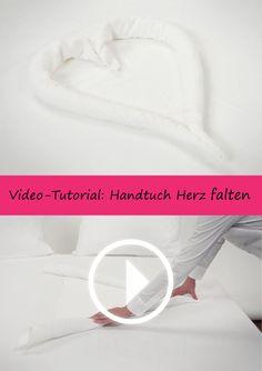 In diesem Video-Tutorial wird gezeigt, wie man aus einem normalen Handtuch ein romantisches Herz zaubert. Das müsst ihr euch ansehen: http://www.hotelwaesche.de/handtuch-falten