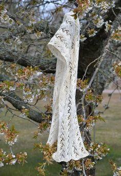 Ravelry: Luscious spring shawl pattern by Ann Linderhjelm Shawl Patterns, Knitting Patterns Free, Free Knitting, Ravelry, Cape Scarf, Knitted Shawls, Knitted Scarves, Needles Sizes, Knit Crochet