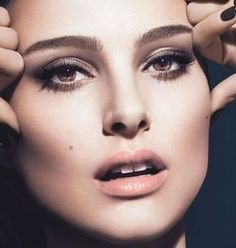 Already a regular for Dior beauty and fragrance, actress Natalie Portman becomes the face of the latest volume & care mascara, Diorshow made to give you a lash-multiplying effect. Makeup Tips For Brown Eyes, Eye Makeup Tips, Contour Makeup, Face Contouring, Dior Beauty, Beauty Makeup, Hair Makeup, Bridal Makeup, Wedding Makeup