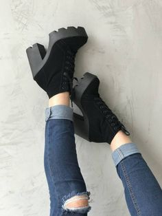 Loved this shoes so much. Hype Shoes, Gucci Shoes, Shoes Heels, Pretty Shoes, Beautiful Shoes, High Heel Boots, Heeled Boots, Sneakers Fashion, Fashion Shoes