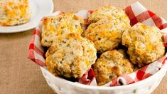 Quick Cheese Biscuits—Wrap up two of these tasty biscuits to go with a vacuum bottle of hot soup. Children love variety and these are a bit different than just plain sandwiches. Quick Biscuits, Tea Biscuits, Cheese Biscuits, Cheddar Biscuits, Drop Biscuits, Scones, Food Network Recipes, Cooking Recipes, Bakery Recipes