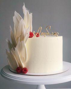 Candy Birthday Cakes, Elegant Birthday Cakes, Beautiful Birthday Cakes, Simple Cake Designs, Beautiful Cake Designs, Cake Decorating Techniques, Cake Decorating Tips, Chocolate Cake Designs, Cake Writing