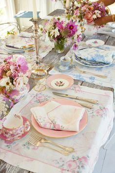 Pink Table Settings, Brunch Table Setting, Easter Table Settings, Beautiful Table Settings, Romantic Table Setting, Place Settings, Printed Napkins, Napkins Set, Tea Party Table