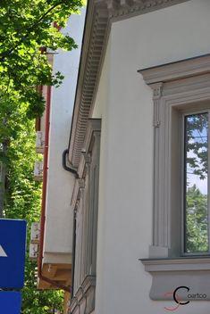 Cornisa montata pe fatada casei Window Design, House 2, Exterior, Windows, House Ideas, Home, House, Ad Home, Window