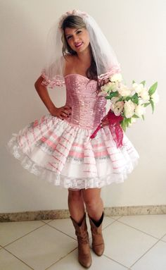 Caipiras Adulto :: Yang Festas e Fantasias Odd Compliments, Girly Outfits, Traditional Dresses, Custom Clothes, Marie, Fashion Dresses, Chiffon, Mini Skirts, Flower Girl Dresses