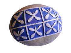 Piedra grabada en relieve basada en la decoración mural románica.