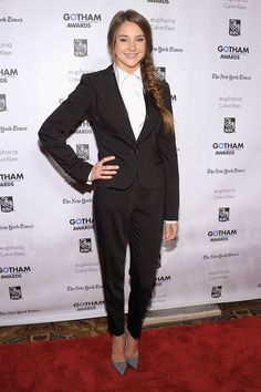 Shailene Woodley walks the red carpet at IFP's 21st Annual Gotham Independent Film Awards on November 28, 2011 in New York City wearing a Dolce & Gabbana suit.