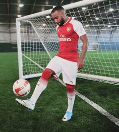 Great Tips To Help You Become A Better Soccer Player. This article is for anyone who wants to learn about soccer. Since you want to improve your soccer skills, you will learn some new tips contained in this ar Arsenal Players, Arsenal Fc, Arsenal Football, Good Soccer Players, Soccer Skills, Best Club, Fa Cup, You Fitness, Premier League