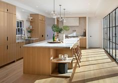 One of the most popular artists of our time singer Justin Bieber, as you know, recently married the daughter of the well-known actor Stephen Baldwin. But ✌Pufikhomes - source of home inspiration Contemporary Kitchen Backsplash, Contemporary Kitchen Design, Hailey Baldwin, Justin Bieber House, Justin Bieber News, New Kitchen, Kitchen Decor, Beverly Hills Mansion, Villa