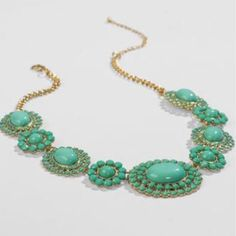*SALE Caney medallon statement necklace mint green Mint medallion necklace features an adjustable back clasp closure & gold chain. New with tags, never worn. Pls lmk if you have questions. Francesca's Collections Jewelry Necklaces