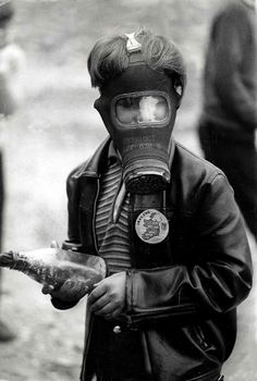A boy with a petrol bomb wears a gas mask to protect himself from tear gas during the riots in Derry/Londonderry, Northern Ireland. Chernobyl, Northern Ireland Troubles, Molotov Cocktail, Arte Hip Hop, Londonderry, Irish Boys, Arte Horror, Post Apocalyptic, Apocalyptic Fashion