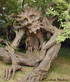 The Tree Troll -Sculptor/Artist: Kim Graham. The tall troll was built by artist Kim Graham and volunteers with non-toxic materials. Weird Trees, Tree Carving, Unique Trees, Green Man, Weird And Wonderful, Wonderful Flowers, Rare Flowers, Yard Art, Amazing Nature