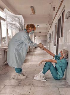 Nurse Photos, Medical Photos, Nurse Aesthetic, Dental World, Medical Photography, Medical Wallpaper, Graduation Picture Poses, Nurse Art, Medicine Student