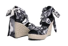 #saucy Omine Women's Ameli Floral Pattern Printed Ankle Strap Wedge Espadrille Sandals,Black and White,8 B(M)