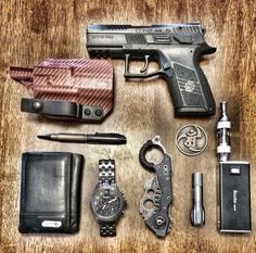 Huge dump of some of our essentials #pocketdump