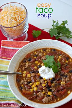Easy Taco Soup - a tasty, easy dinner made with pantry staples! Meat Recipes, Mexican Food Recipes, Cooking Recipes, Healthy Recipes, Easy Dinner Recipes, Easy Meals, Dinner Ideas, Easy Taco Soup, Saveur