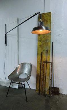 Vendu / Sold Lampe potence pivotante industrielle, bras de lumière  Swing jib lamp potence inspiré par Jean Prouvé, lampe minim...