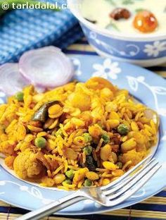 One dish meals are quite a rage in this fast-paced world where one has very little time to spend in the kitchen! here is an easy-to-make and healthy one dish meal using vaal dal. Gujarati Recipes, Indian Food Recipes, Vegetarian Recipes, Ethnic Recipes, Gujarati Food, Pulses Recipes, Parmesan Roasted Cauliflower, Dal Recipe, Middle Eastern Recipes