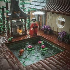 Building good fortune on a rainy day - LEGO - Fale Lego Modular, Lego Design, Lego Moc, Lego Duplo, Lego Poster, Pokemon Lego, Lego Hacks, Lego Sculptures, Lego Pictures