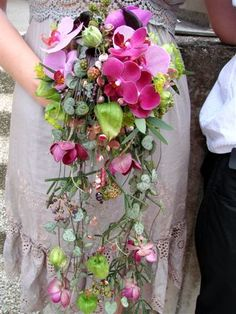 Bouquets Brides Handfastings Weddings: A lovely, trailing vintage-style orchid bouquet for the bride. Bouquet En Cascade, Trailing Bouquet, Orchid Bouquet, Bridesmaid Flowers, Bride Bouquets, Bridal Flowers, Fleur Design, Colorful Roses, Arte Floral
