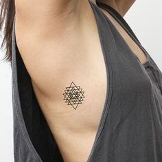 … y también estos triángulos espectaculares. | 17 Tatuajes falsos tan geniales que parecen de verdad