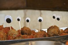meatballs... hmmmm.. maybe i could talk the MIL into making some for Drinas party! :D