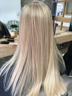 champagne blonde hair The 74 Hottest Blonde Hair Looks to Copy This Summer Summer Blonde Hair, Sandy Blonde Hair, Blonde Hair Shades, Blonde Hair Looks, Light Blonde Hair, Dyed Blonde Hair, Brown Blonde Hair, Sandy Hair Color, Medium Blonde