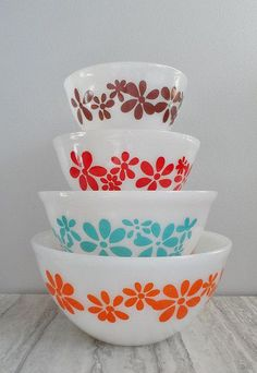 """Vintage Pyrex """"agee"""" from Australia"""