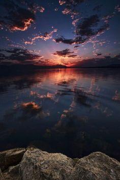 "expressions-of-nature: ""Salton Sea Sunset: Rich Bitonti"" Sunset Wallpaper, Scenery Wallpaper, Wallpaper Backgrounds, Beautiful Nature Wallpaper, Beautiful Sky, Beautiful Landscapes, Aesthetic Pastel Wallpaper, Aesthetic Backgrounds, Aesthetic Wallpapers"