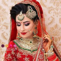 Professional Bridal Makeup Artist In Delhi - Shweta Gaur Academy Indian Wedding Poses, Indian Wedding Pictures, Indian Wedding Photography, Bridal Eye Makeup, Indian Bridal Makeup, Indian Bridal Hairstyles, Bridal Poses, Indian Bridal Fashion, Glamour