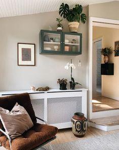 Fra lejlighed på Frederiksberg til bjælkehus i Birkerød | Boligmagasinet.dk Interior Decorating, Interior Design, Entryway Bench, My House, Indoor, Living Room, Bedroom, Furniture, Home Decor