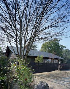 切妻屋根の美しい日本の平屋。