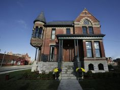 The Ransom Gillis home in Detroit's Brush Park neighborhood Victorian Architecture, Historical Architecture, Amazing Architecture, Abandoned Mansions, Abandoned Places, Home Renovation Loan, Victorian Homes, Vintage Homes, Old Houses