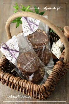トイロイロ ***happy color life***-ココア×アーモンド アイスボックスクッキー Baking Packaging, Dessert Packaging, Food Packaging Design, Gift Packaging, Deli Shop, Icebox Cookies, Wedding Gifts For Guests, Packing Boxes, Edible Gifts