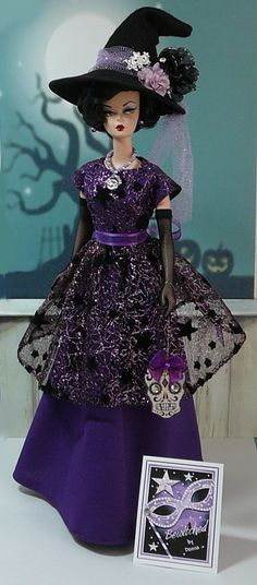 Bewitched Costume This fun Costume for Halloween is designed to fit Fashion Dolls such as Silkstone Barbie. Halloween Mode, Barbie Halloween, Halloween Fashion, Vintage Barbie Kleidung, Vintage Barbie Clothes, Doll Clothes, Dress Up Dolls, Doll Dresses, Disney Princess Dresses