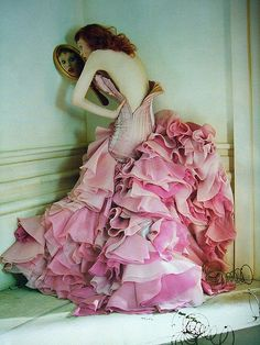 Karen Elson wearing a Versace couture organza and chiffon dress in 'Soldier, Soldier, won't you marry me?' shot by Tim Walker for Vogue UK April 2008 'The couture collections inhabit a whimsical. Foto Fashion, Fashion Moda, Fashion Art, Editorial Fashion, High Fashion, Vogue Editorial, Dress Fashion, Vintage Fashion, India Fashion